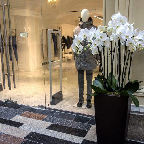 Custom Floral Arrangements For Retail